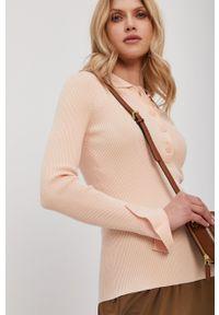 Patrizia Pepe - Sweter. Kolor: beżowy. Materiał: dzianina. Długość rękawa: długi rękaw. Długość: krótkie