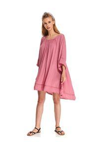 Różowa sukienka TOP SECRET wakacyjna, w koronkowe wzory