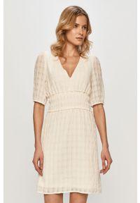 Kremowa sukienka Vila z krótkim rękawem, prosta