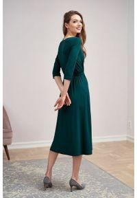 Marie Zélie - Sukienka Rita butelkowa zieleń mikromodal. Typ kołnierza: dekolt kopertowy. Materiał: wiskoza, dzianina, elastan, włókno, skóra. Długość rękawa: krótki rękaw. Typ sukienki: proste, kopertowe #4