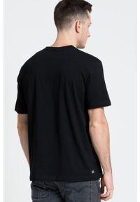 Lacoste - T-shirt. Okazja: na co dzień. Kolor: czarny. Materiał: dzianina. Wzór: gładki. Styl: casual