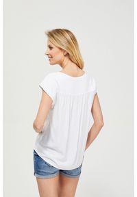 Biała bluzka MOODO bez rękawów, z koszulowym kołnierzykiem