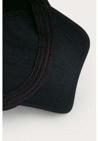 Niebieska czapka z daszkiem Hugo z aplikacjami