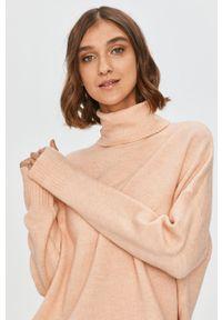 Różowy sweter Answear Lab z golfem, wakacyjny