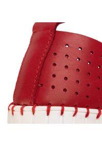 Czerwone półbuty Nessi z cholewką, na płaskiej podeszwie