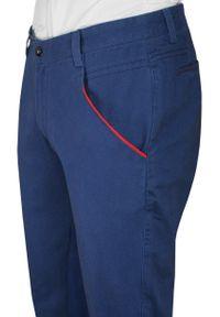 Chiao - Chabrowe Bawełniane Spodnie Męskie, CHINOSY, Czerwone Wykończenia -CHIAO. Kolor: niebieski, czerwony, wielokolorowy. Materiał: bawełna
