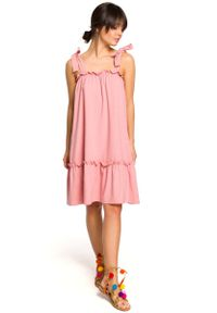 Różowa sukienka dzianinowa MOE na lato