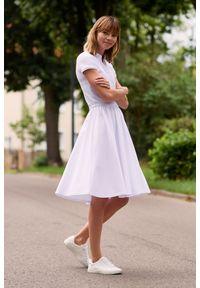 Biała sukienka Marie Zélie sportowa, z krótkim rękawem, w paski, sportowa