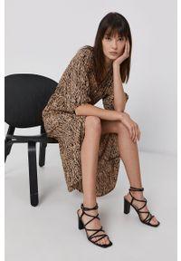 Vero Moda - Sukienka. Kolor: brązowy. Materiał: tkanina, wiskoza, materiał. Długość rękawa: raglanowy rękaw. Typ sukienki: rozkloszowane