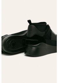 Czarne buty sportowe Ugg na średnim obcasie, na obcasie, z cholewką