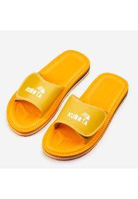 Żółte klapki Kubota sportowe