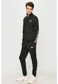 Czarny komplet dresowy Adidas z nadrukiem