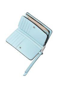 THE MARC JACOBS - Niebieski portfel Snapshot Compact Tie Dye. Kolor: niebieski. Wzór: aplikacja, nadruk