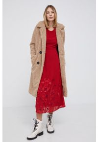 Desigual - Sukienka. Okazja: na co dzień. Kolor: czerwony. Materiał: włókno, dzianina, tkanina, materiał. Długość rękawa: krótki rękaw. Wzór: haft. Typ sukienki: proste. Styl: casual
