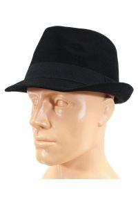 Czarna czapka Pako Jeans elegancka, na jesień