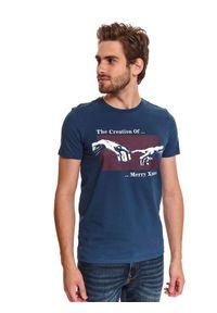 TOP SECRET - T-shirt z nadrukiem świątecznym. Kolor: niebieski. Materiał: bawełna. Długość rękawa: krótki rękaw. Długość: krótkie. Wzór: nadruk. Sezon: zima. Styl: wizytowy