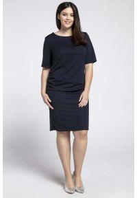 Nommo - Granatowa Prosta Sukienka z Marszczeniem PLUS SIZE. Kolekcja: plus size. Kolor: niebieski. Materiał: wiskoza, poliester. Typ sukienki: proste, dla puszystych