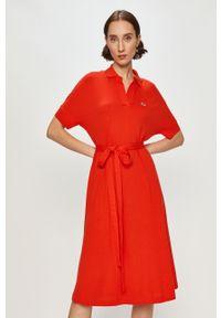 Czerwona sukienka Lacoste z krótkim rękawem, prosta, casualowa, gładkie