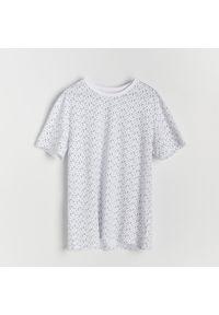Reserved - T-shirt z mikroprintem - Biały. Kolor: biały