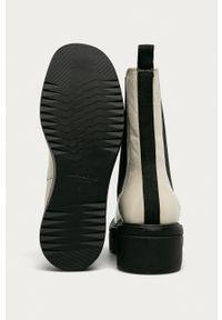 vagabond - Vagabond - Sztyblety skórzane Tara. Nosek buta: okrągły. Kolor: biały. Materiał: skóra. Obcas: na platformie