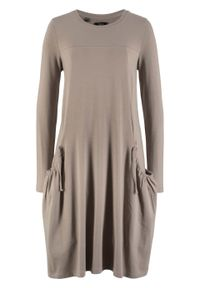 Sukienka oversize z kieszeniami, poszerzana dołem bonprix brunatny. Kolor: brązowy. Długość rękawa: długi rękaw. Typ sukienki: oversize