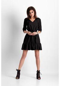 e-margeritka - Sukienka trapezowa z falbaną czarna - 36. Kolor: czarny. Materiał: materiał, poliester. Typ sukienki: trapezowe. Styl: elegancki