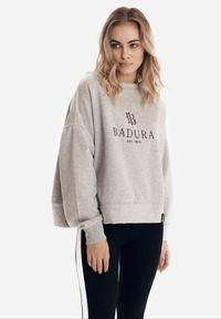 Born2be - Jasnoszara Bluza Badura Viviavien. Kolor: szary. Materiał: bawełna, materiał, elastan. Długość rękawa: długi rękaw. Długość: długie. Wzór: aplikacja