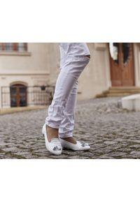 Srebrne baleriny Zapato bez zapięcia, wąskie, w kolorowe wzory, klasyczne