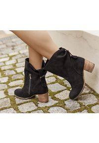 Czarne botki Zapato w kolorowe wzory, casualowe, z cholewką za kostkę