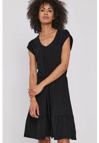 GAP - Sukienka. Kolor: czarny. Materiał: dzianina. Długość rękawa: krótki rękaw. Typ sukienki: rozkloszowane