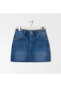Sinsay - Jeansowa spódnica mini - Niebieski. Kolor: niebieski. Materiał: jeans