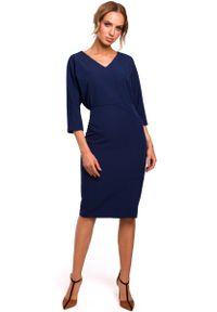 MOE - Granatowa Sukienka Oversize z Ołówkowym Dołem. Kolor: niebieski. Materiał: poliester, elastan. Typ sukienki: oversize, ołówkowe