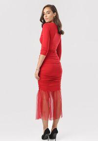 Born2be - Czerwona Sukienka Nerigale. Kolor: czerwony. Materiał: tiul, dzianina, materiał. Wzór: gładki. Typ sukienki: kopertowe. Styl: klasyczny, elegancki. Długość: midi