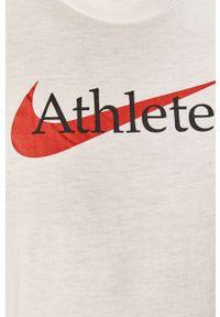 Biały t-shirt Nike na co dzień, casualowy