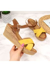 Żółte sandały S.Barski