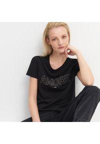 Mohito - T-shirt z błyszczącym napisem - Czarny. Kolor: czarny. Wzór: napisy