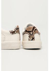 Białe sneakersy Pepe Jeans na obcasie, na niskim obcasie, na sznurówki