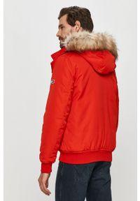 Czerwona kurtka Tommy Jeans z kapturem, na co dzień, casualowa