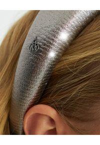 MAISON MICHEL PARIS - Satynowa opaska w kolorze srebrnym. Kolor: srebrny. Materiał: satyna