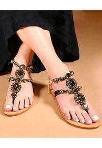 MYSTIQUE SHOES - Czarne sandały z kryształami Waialua. Kolor: czarny. Materiał: zamsz. Wzór: aplikacja. Sezon: lato. Styl: elegancki