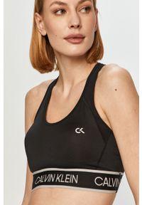 Czarny biustonosz sportowy Calvin Klein Performance z odpinanymi ramiączkami, z nadrukiem