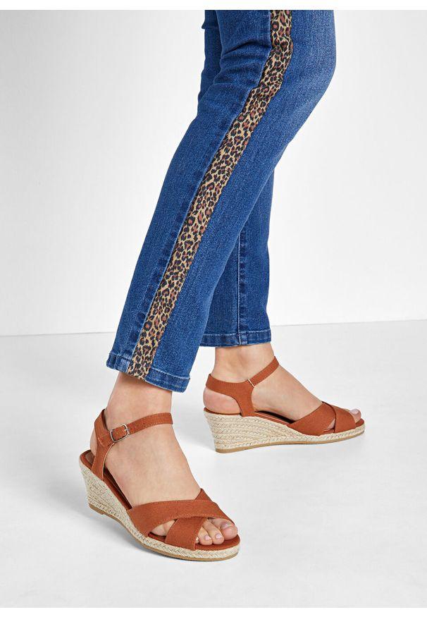 Brązowe sandały bonprix z paskami, w paski