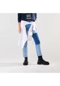 Sinsay - Jeansy straight hight waist - Niebieski. Kolor: niebieski