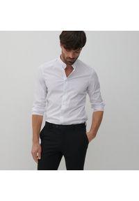 Reserved - Koszula super slim fit ze stójką - Biały. Typ kołnierza: kołnierzyk stójkowy. Kolor: biały