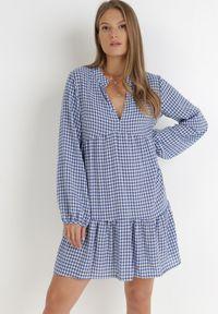 Born2be - Biało-Niebieska Sukienka Nikatea. Typ kołnierza: dekolt w kształcie V. Kolor: biały. Materiał: bawełna. Długość rękawa: długi rękaw. Wzór: aplikacja, nadruk. Typ sukienki: oversize. Styl: klasyczny. Długość: mini