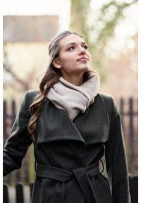 Marie Zélie - Płaszcz wełniany Adela ciemnozielony. Kolor: zielony. Materiał: wełna. Długość rękawa: długi rękaw. Długość: krótkie. Wzór: motyw zwierzęcy, ze splotem. Sezon: zima #6