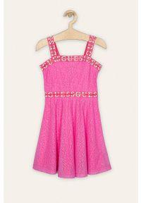Różowa sukienka Guess Jeans z dekoltem karo, mini, na ramiączkach