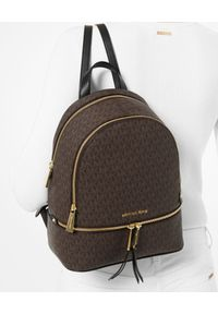 Michael Kors - MICHAEL KORS - Brązowy plecak Rhea Medium. Kolor: brązowy. Styl: elegancki, casual