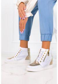 Casu - Białe sneakersy casu na ukrytym koturnie polska skóra 2351. Kolor: biały. Materiał: skóra. Obcas: na koturnie