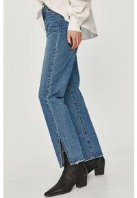 Niebieskie jeansy loose fit Answear Lab wakacyjne